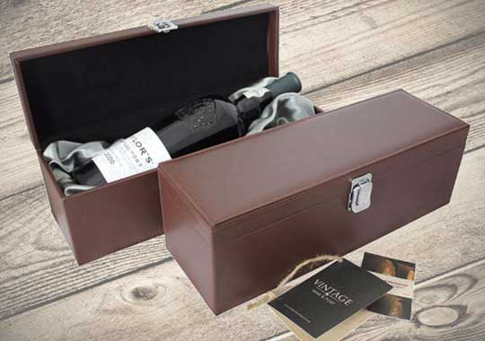 Personalised wine gift presentation boxes